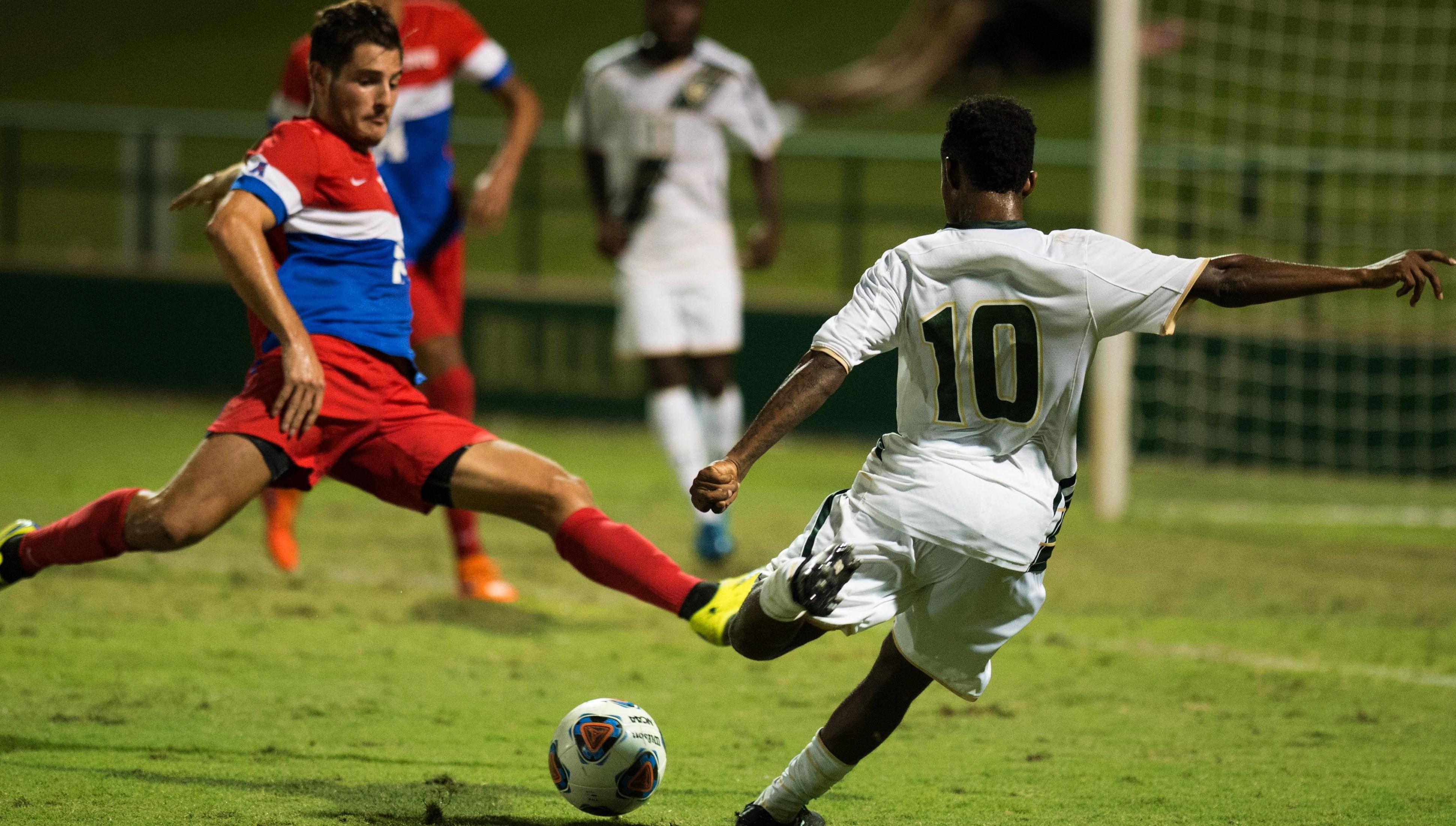USF Men's Soccer No. 10 Lindo Mfeka (3881x2200)